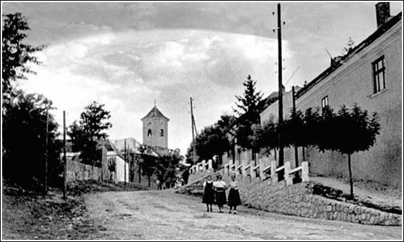 Falurészlet az 1930-as évekből, a kép jobb oldalán a régi községháza épülete látható, Forrás: sulinet