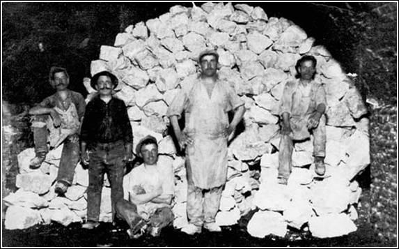 Bajnai munkások a kőbányában, Forrás: sulinet