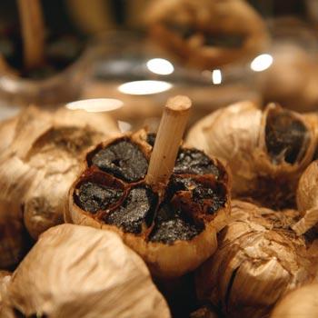 Fekete fokhagyma; Forrás: thekitchn.com