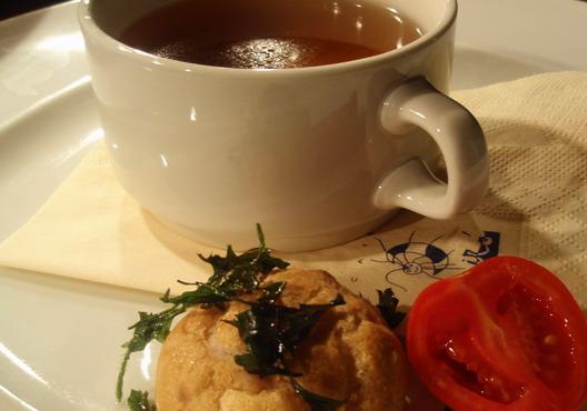 Illatos galamb-eszencia mini fánkokkal (Café Miró Grande) - Photo: www.foodandwine.hu