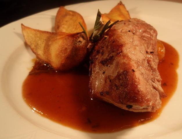 Rozmaringos szűzpecsenye kemencés nurgonyával (Café Miró Grande) - Photo: www.foodandwine.hu