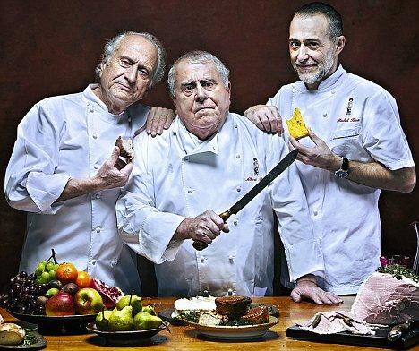 Együtt a legendás szakács família: Michel Roux (balra), középen a testvére, Albert Roux, és jobbra Michel Roux Jr.
