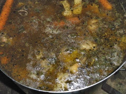 Bográcsban hűlő libaleves, Villány; www.foodandwine.hu
