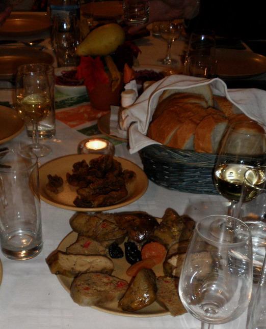 libamáj, töltött libanyak, aszalt gyümölcsök, kenyér, www.foodandwine.hu