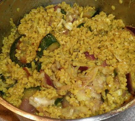 Bulgur cukkinivel, hagymával, www.foodandwine.hu