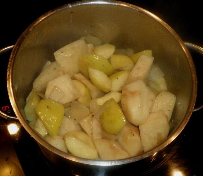 Zellerkrémleves készítése; www.foodandwine.hu