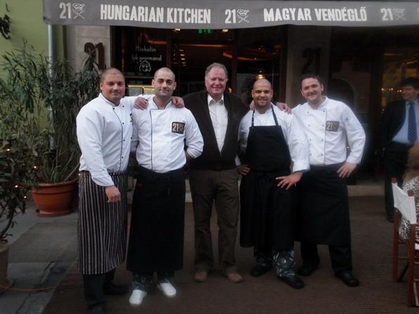 Kemény Dénes és a 21 szakácsai; www.foodandwine.hu