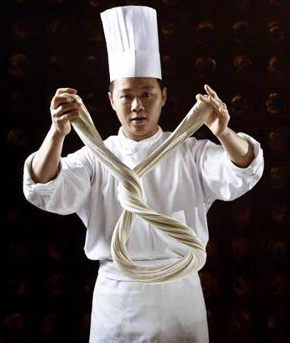 Kínai kézi nyújtású tészta, Forrás: twistedsifter.com