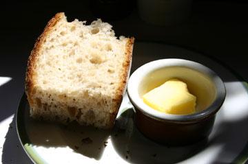 Dekonstruált vajaskenyér: kenyér és vaj