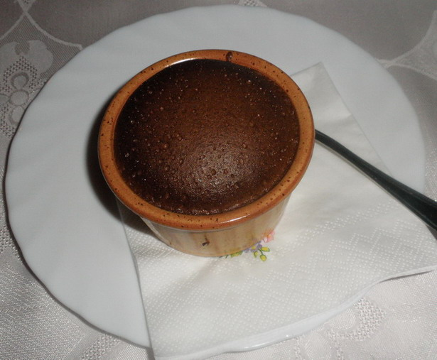 Csokoládé soufflé (Náncsi néni Vendéglője); www.foodandwine.hu