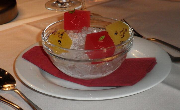 Ananász, görögdinnye cru; www.foodandwine.hu