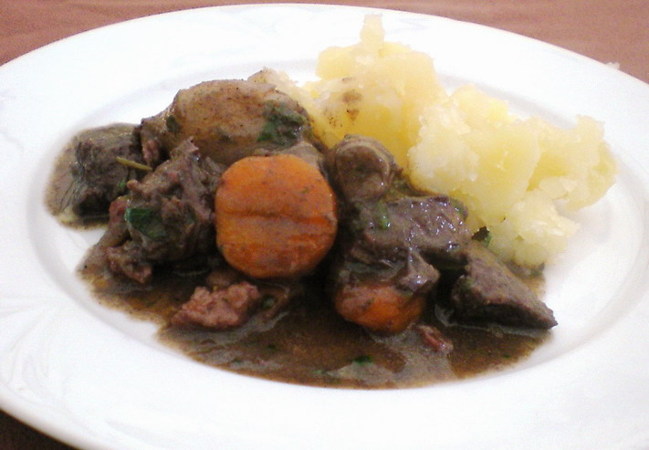 Burgundi marha bográcsban (Boeuf bourguignon), www.foodandwine.hu