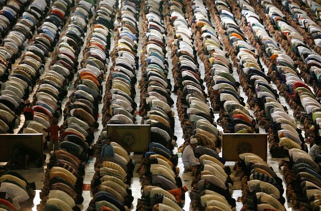 Indonéz muszlimok a Ramadan ünnep alatt