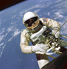 220px-EdWhiteFirstAmericanSpacewalker.1965.ws