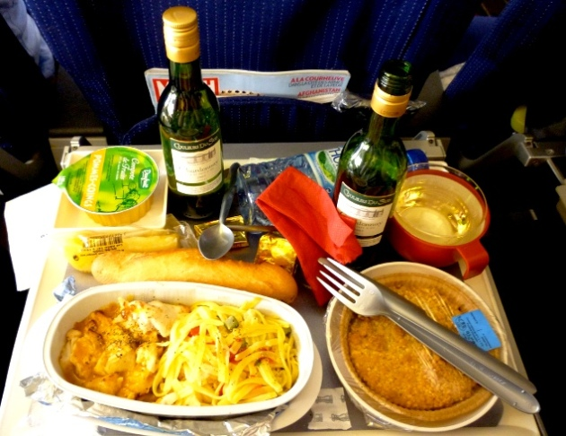 so-this-is-why-airline-food-tastes-so-bad