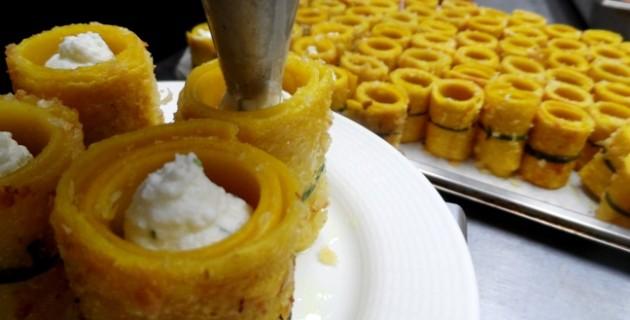 Készül a házi rikottával töltött tészta, beurre blanc-nal, gombákkal