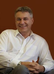 Prof. Dr. Bedros J. Róbert  a MOMOT alapító elnöke