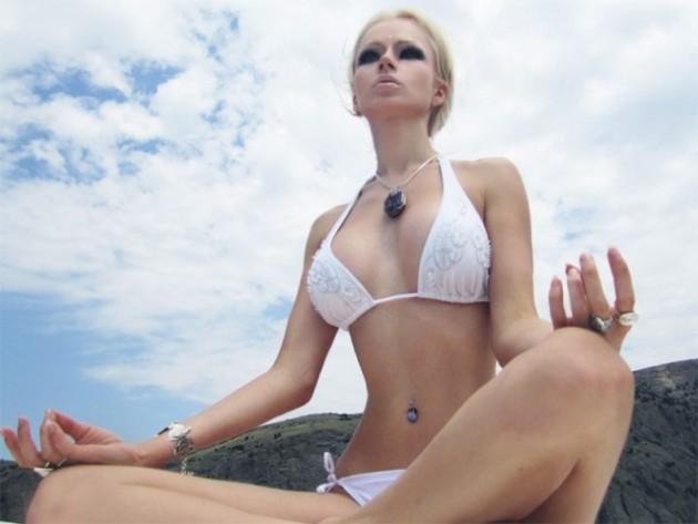 "Valeria Lukjanova ukrán ""barbie"" modell is fényevőnek hirdeti magát"