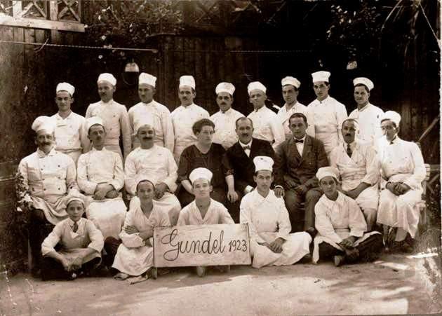 Gundel Károly és felesége szakácsok körében (1923)
