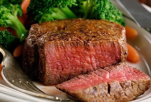 Közepesen átsült steak (medium, point). Maghőmérséklet: ~60-65,5ºC. (Forrás: