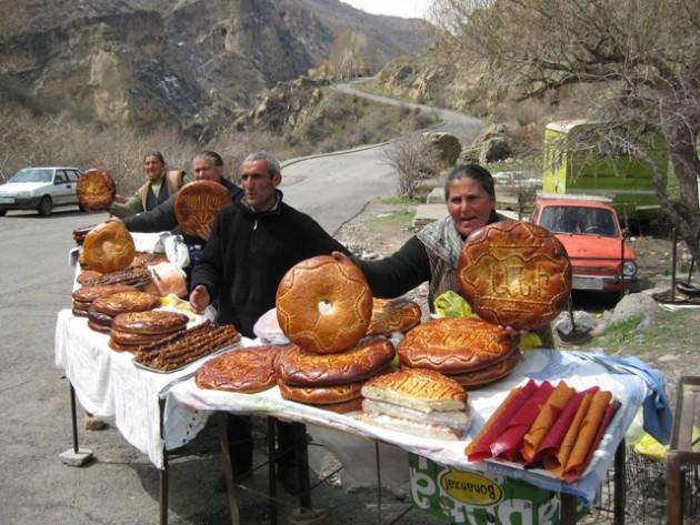 Örmény édes kenyér árusok (Forrás: pinstopin.com)