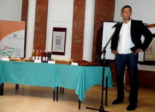 Püski László (Püski Manufaktúra) előadása a Békés Városi Kecskeméti Gábor Kulturális, Sport és Turisztikai Központban (2015)