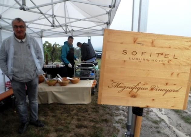 Szentesi József borász (előtérben) és Deff Haupt chef a Montrealból érkezett chef barátjával