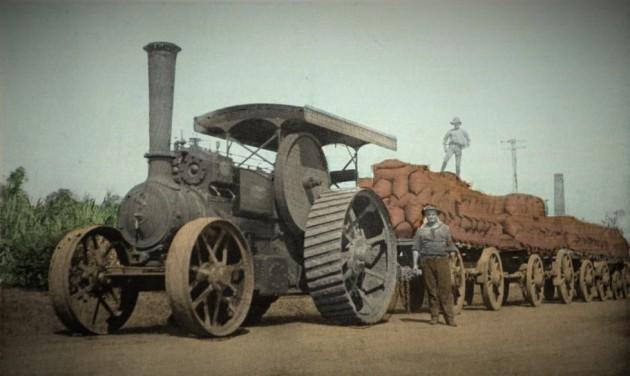 Gőzgéppel vontatott utánfutók cukorral megrakott zsákokkal (Bundaberg, 1914)