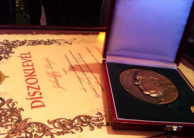 Gundel-díj, díszoklevél és emlékérem