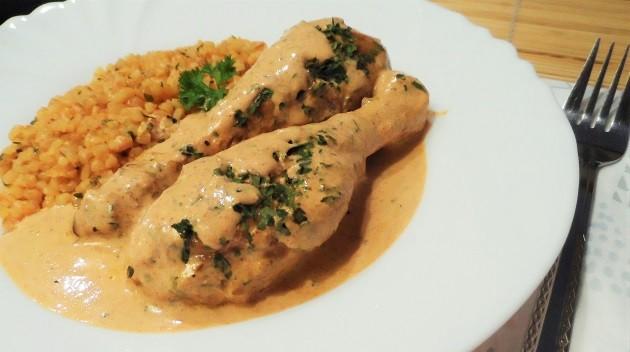 Tökéletes sous-vide (szuvid) csirkecomb tejfölös-tejszínes, paprikás mártásban, ízesített bulgurral