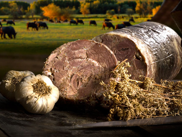 Bivaly, sertés és birka húsából készített Kavourmas (Forrás: bestgreekfood.com)
