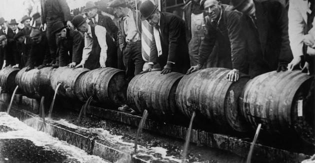 Kiöntik a sört az amerikai alkoholtilalom (1920-1933) alatt