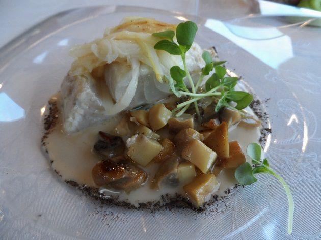 Ombrina - Árnyékhal filé soave bormártással, csiperkével, fehér spárgàval. Gianni Annoni étele.
