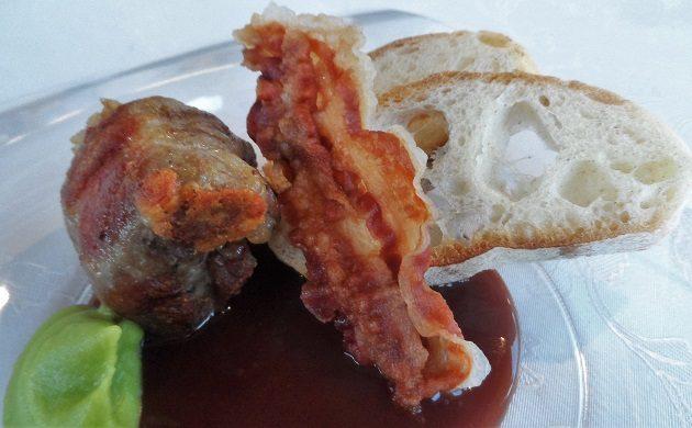 Bombetta - Caciocavallo sajttal töltött tarja golyók, póréhagyma püré, barbera mártás. Gianni Annoni étele.