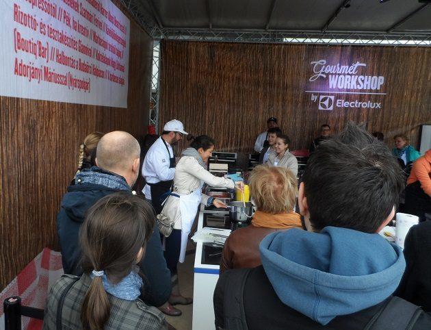Folyik a rizottó és tészta bemutató Gianni QAnnonival