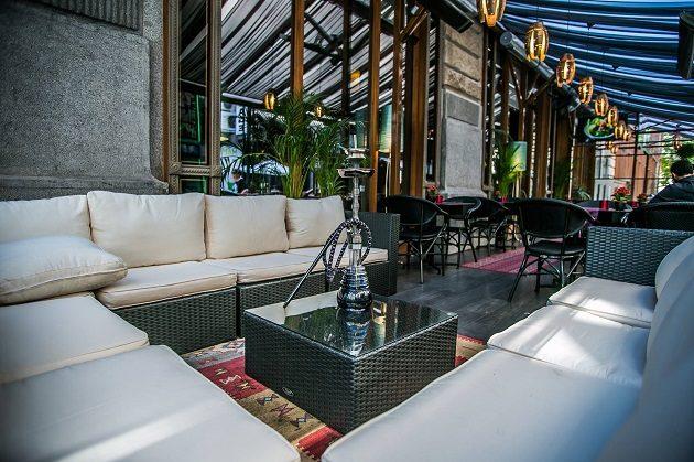 A Baalbek Restaurant terasza a belvárosi Kígyó utcában