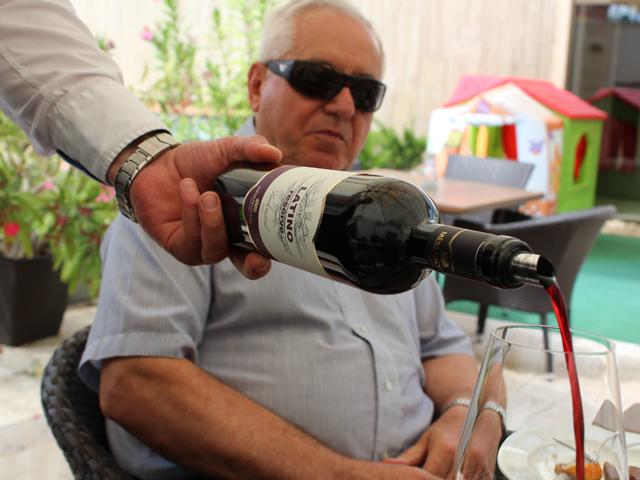 Mészáros Pál (69) és a Latino nevű Malbec bora