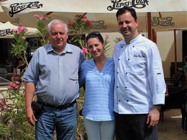 Mészáros Pál és a lánya, Mészáros a Merops Hotel éttermének séfjével, Vörös Krisztiánnal