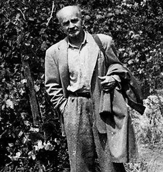 Hamvas Béla a kertben