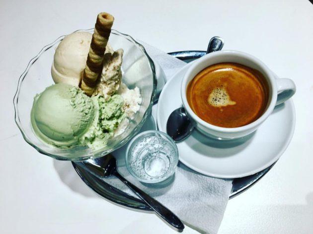 Fagylalt és kávé (A fotó a Wiener Szalonban készült illusztráció)