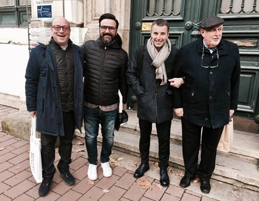 Érkeznek a vendégek: középen Gianni Annoni és Fausto di Vora
