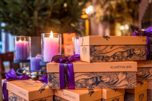 Az Auguszt Cukrászda karácsonyi díszdobozai