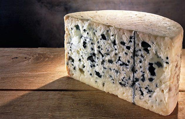 A roquefort sajt magas természetes umami (Na-glutamát) tartalma (1280 mg/100g, 1,28 %) garantálja a sikert
