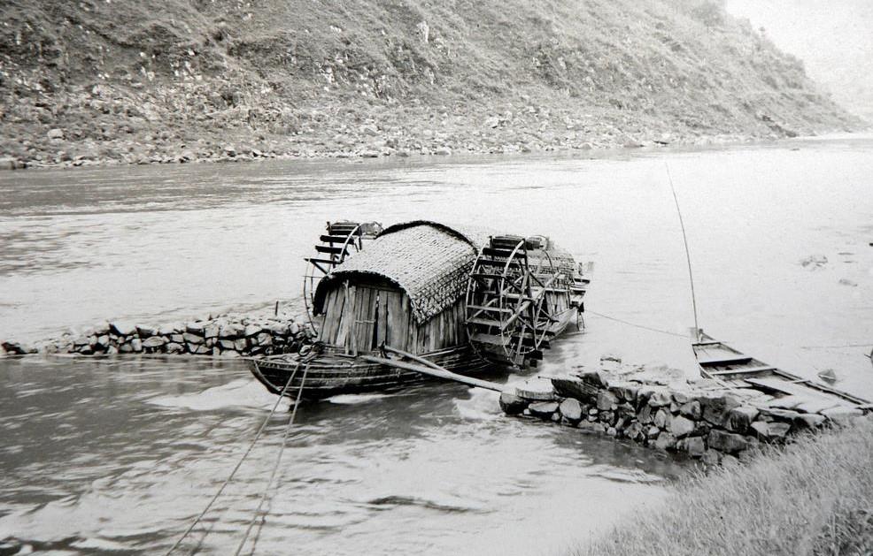 Folyóvízre telepített malom (Hwei folyó, Kína)