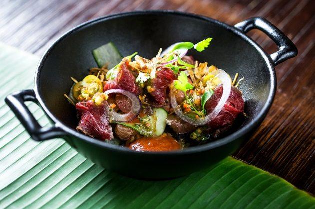 Thai marhahúsos saláta pomelóval és chili dzsemmel