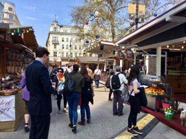 Budapesti Tavaszi Vásár és Forgatag a Vörösmarty téren