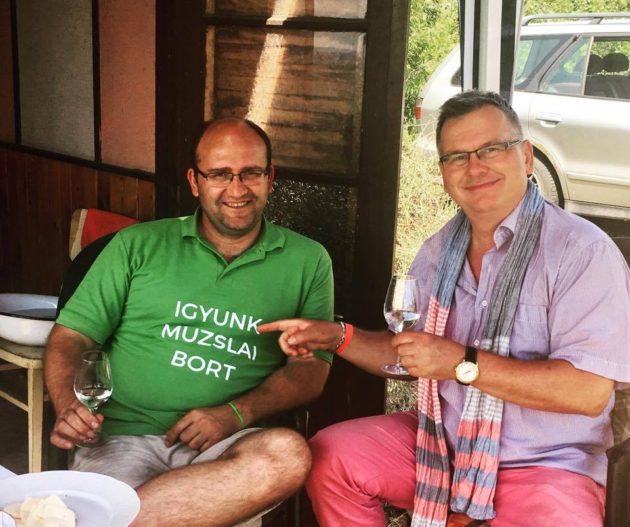 Geönceöl Attila és én a muzslai szőlőhegyen