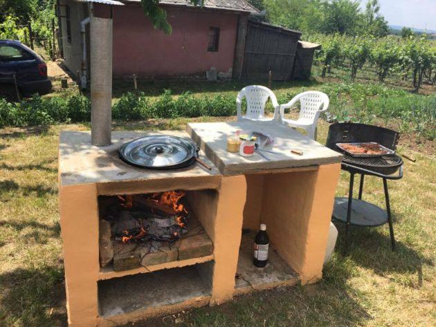 A szőlőhegyi programban résztvevő 15 borász mindegyikének a portáján főtt valami étel