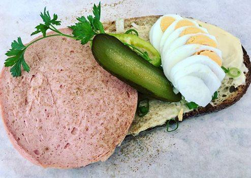 párizsis szendvics (990 Ft),