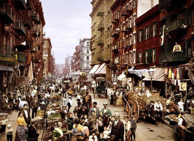 """Little Italy"" - Mulberry Street (Manhattan), New York, 1900."